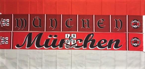 """Muenchen Seidenschal 1900 Der """"Muenchen Seidenschal 1900"""" hat auf den ersten Blick ein ansprechendes Design, verfügt aber noch über einige interessante Details die erst beim genaueren Hinsehen erkennbar sind. Auf einer Seite ist des Schals in einem klassischem Block-Balkenmuster gehalten, in den Blöcken steht in großen Buchstaben """"MÜNCHEN"""". Auf der anderen Seite des Schals steht in Schreibschrift """"München"""" und in der Mitte ist ein 1900er Wappen mit einem lachenden Totenkopf über die Schrift gelegt. Der Schal ist in verschiedenen rotbraun-Tönen gehalten. Am linken Schalende ist nochmals das 1900er Wappen mit dem lachenden Totenkopf und am rechten Schaldende ist ein M-Wappen mit der Schrift Südkurve München und den Zahlen 6 3 2. Diese Zahlen stehen für F C B! Material: Muenchen Seidenschal 100% Polyacryl"""
