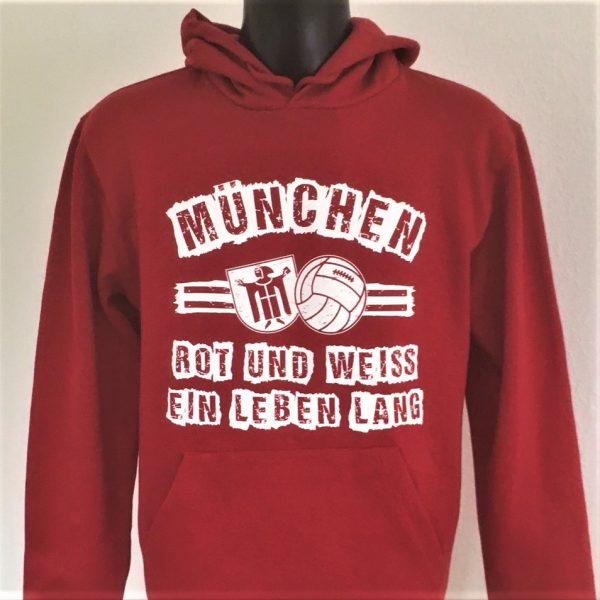 """München Hoodie """"ROT UND WEISS EIN LEBEN LANG"""" Unser neuer München Hoodie ist da! Ihr bekommt Ihn in gewohnt guter Qualität in den Größen S bis 5 XL Material: Pullover 80 % Baumwolle , 20 % Polyester Der München Hoodie """"ROT UND WEISS EIN LEBEN LANG"""" war bisher nur an unserem Fanshop im U-Bahnhof Fröttmaning bei Heimspielen des FC Bayern München erhältlich. Ab jetzt gibt es dieses SweatShirt für Euch auch in unserem Online-Shop. Wenn Ihr diesen Hoodie bestellen solltet, haltet ihn (sowie auch Euere anderen roten Fanartikel) immer in Ehren! Dieser Hoodie ist mit viel Leidenschaft und Herzblut von unserem Fan-Point Team entworfen worden und hält von seiner Qualität her ewig. Einige von uns sind schon seit 1972 oder länger dabei, andere noch nicht so lange, oder manche erst relativ neu, aber alle sind rot bis unters Dach. Die ersten eigenen Fanartikel stellten wir damals im Olympiastadion her und 1994 haben wir dann unseren ersten Verkaufsstand am Oly gehabt. Für uns gilt es also wirklich """"rot und weiss – ein Leben lang"""". Wir versuchen ständig zusammen mit unseren Produzenten die Qualität und die Designs zu verbessern. Das herstellen von rot-weissen Fanartikeln für uns nicht einfach ein Beruf, """"nein"""" es ist eine Berufung und unsere größte Freude ist, wenn sie Euch gefallen . Euer Fan Point Team. Südkurve München Shop,"""